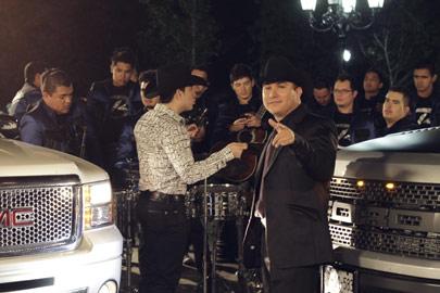 Ngel romero celebra con la alegr a de la banda for Blanca romero grupo musical